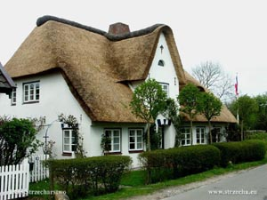 thatch roof on a residential building on the island of Föhr