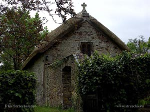 thatched roof, straw roof on a village church