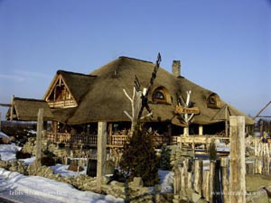 thatched roof, reed roof at a roadside inn