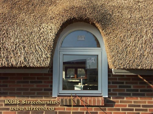 Irbis roofs with thatched roofs: weaving that unusual window