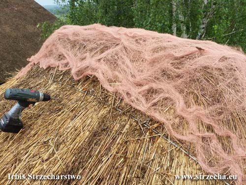 thatched roof - the insert made of copper fiber in the ridge secures the entire area below