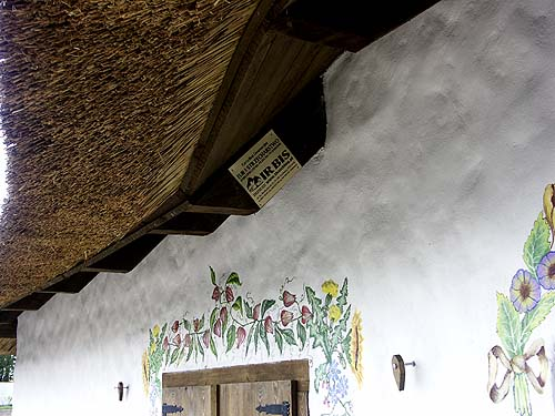 We place the guarantee certificate for fire protection of thatched roofs in a visible place