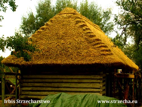 Historic wooden hut - on the monument our method of covering with thatched roofs looked too perfect, that's why the investor ordered the stylization of thatch on the original, the effect of which can be seen in the picture
